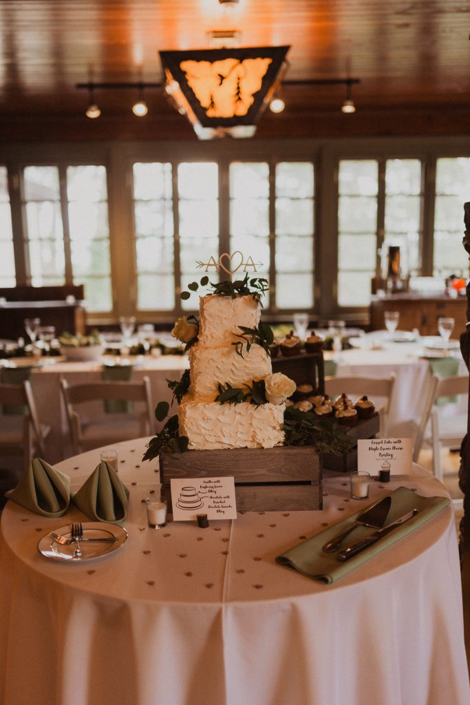 Beautiful mountain wedding in Colorado cake
