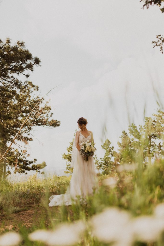 Bridal pictures at Lookout Mountain in Colorado